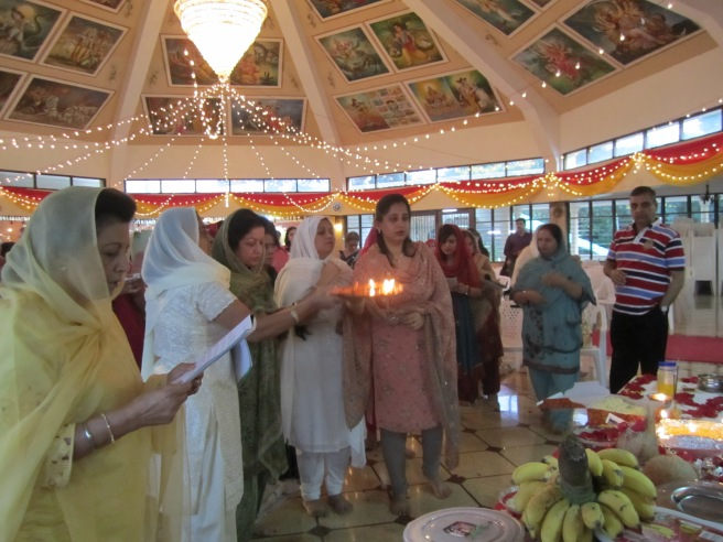 Faithfuls performing Jhulelal Arti.