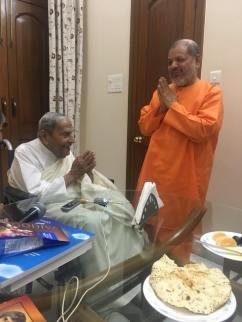 Gurudev Tejomayananda ji of Chinmaya Mission in the Holy presence of Dada J.P.Vaswani